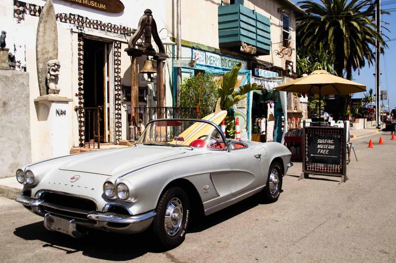 Ретро автомобил за сватбения ден