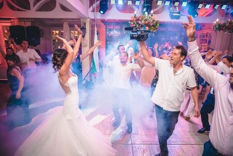 Как и кога да запазим сватбен видеооператор